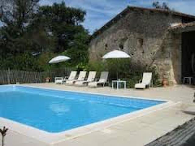 Charming farm/swim. pool - 35 min from Bordeaux F - Montlieu-la-Garde
