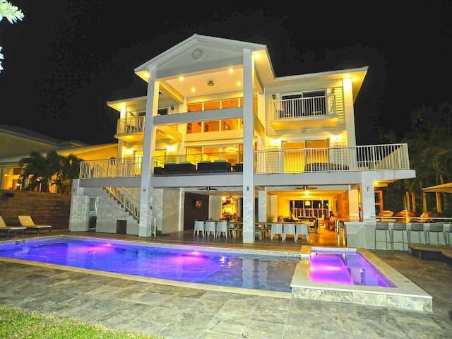 Villa Estelle - Luxury Waterfront w/ Pool and Spa - マイアミ - 別荘