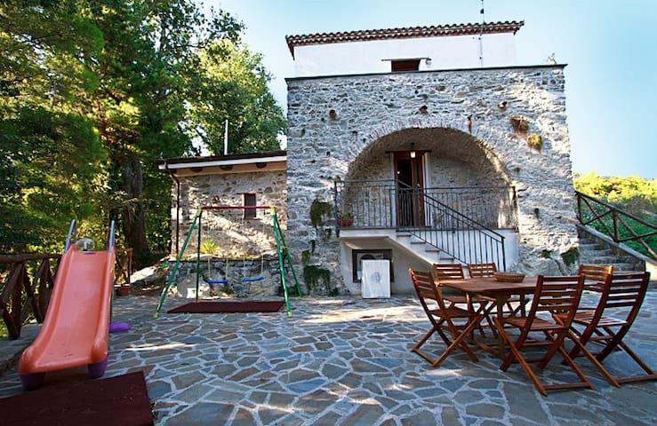 Piccolo casale immerso nel verde - Province of Salerno - Casa