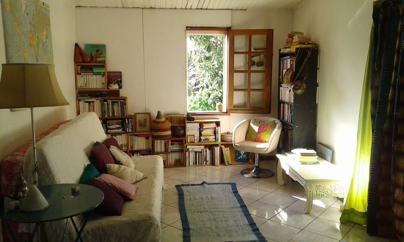 Chambre a louer dans case tomi! - Plateau-Caillou - Casa