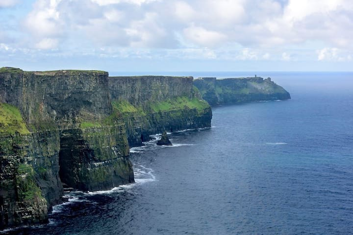 Cliffs of Moher - Twin Room & Private Bathroom - County Clare - Hus