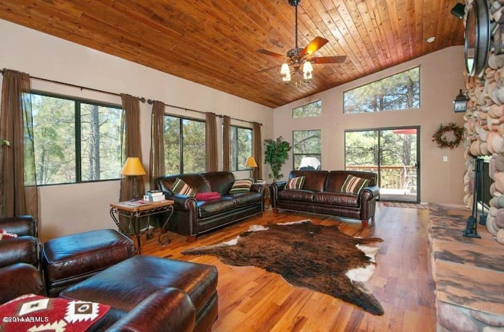 Large Upscale Munds Park Cabin With Everything! - Munds Park - Kulübe