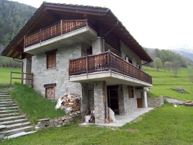 splendida casa immersa nella natura - Clapey