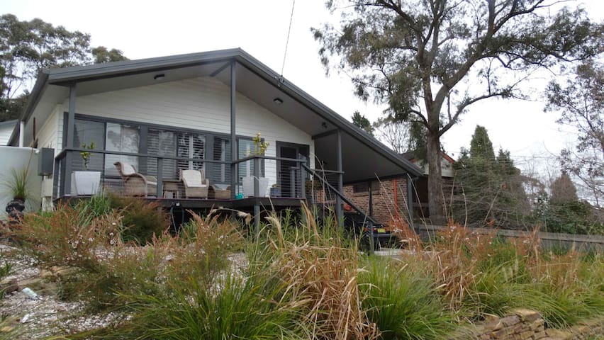 A mountain retreat, cool in summer, cosy in winter - Mount Victoria - Hus