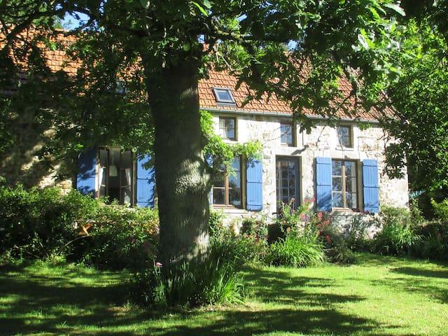 Modern farmhouse onTour de Fr route - Saint-Sauveur-le-Vicomte - Ev