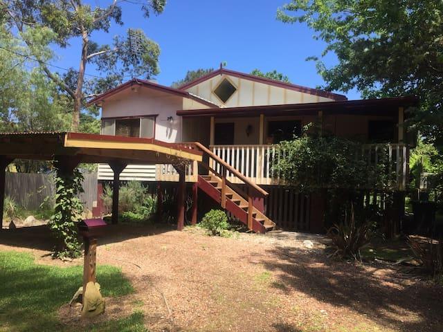 Quaint n Quirky Queenslander - Mossy Point - Casa