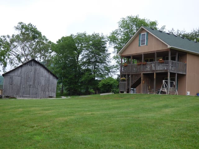 Hill House at Happiness Hills Farm - Berea - Hus