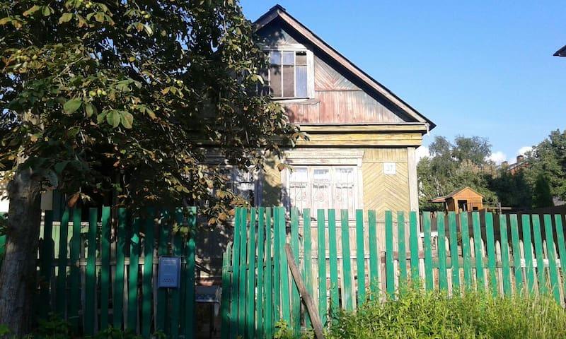 Простой домик рядом с природой - Klimovsk - Huis