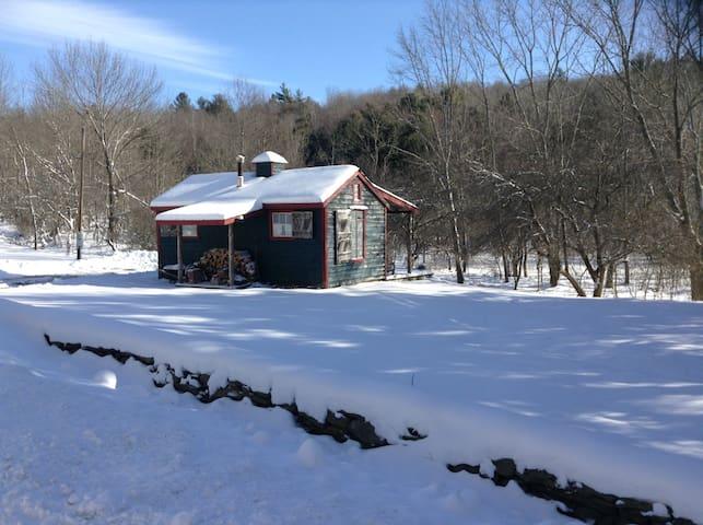 Pet-Friendly Cozy Cabin Retreat - Jefferson