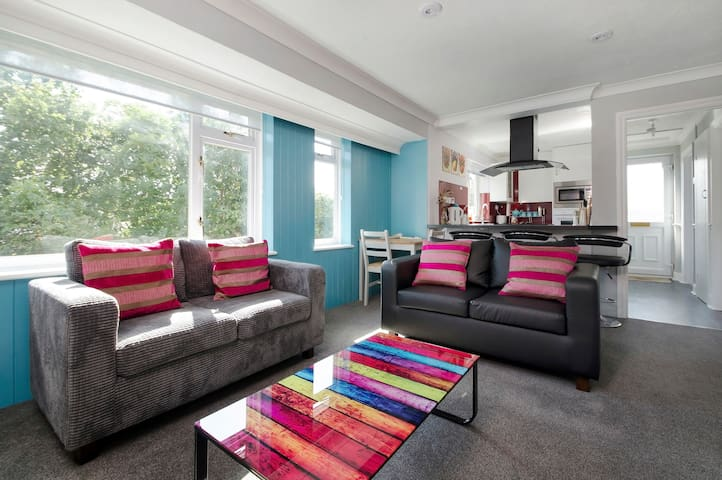 2 Bedroom stylish Ringwood town centre apartment - Ringwood - Departamento