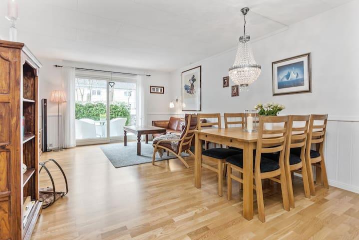 Hyggelig, sentrum- og sjønær tomannsbolig - Arendal - Maison