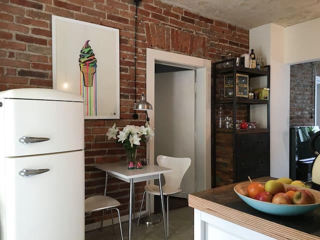 Cozy 3 Room Design and Art Home - Fürstenfeldbruck