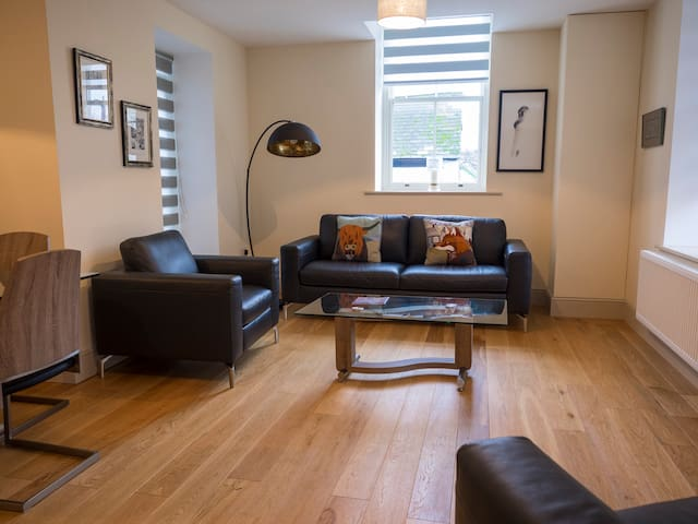 CS Serviced Apartments - Luxury Two Bedroom - Ulverston - Appartement