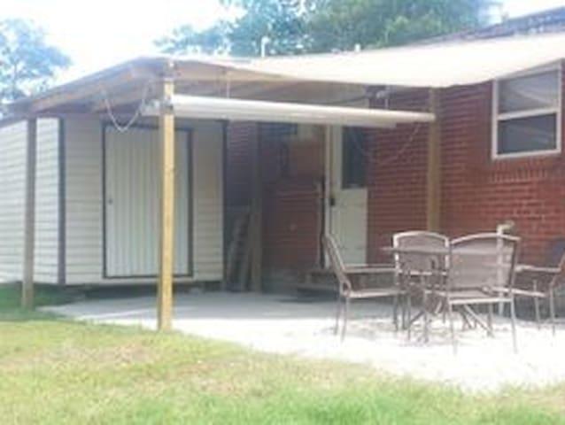 Florida Caverns Cottage Bunk Room 2 - Greenwood