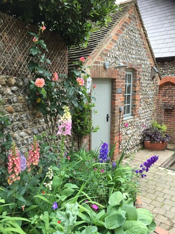 Providence Cottage: a boutique retreat for two - Angmering