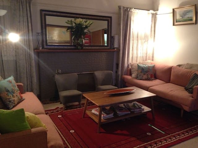 Lovely 1940's renovated family home - Shepparton - Дом
