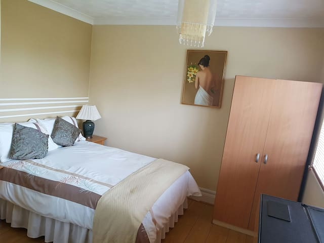 Cosy private room in detached house - Farcet - Ev