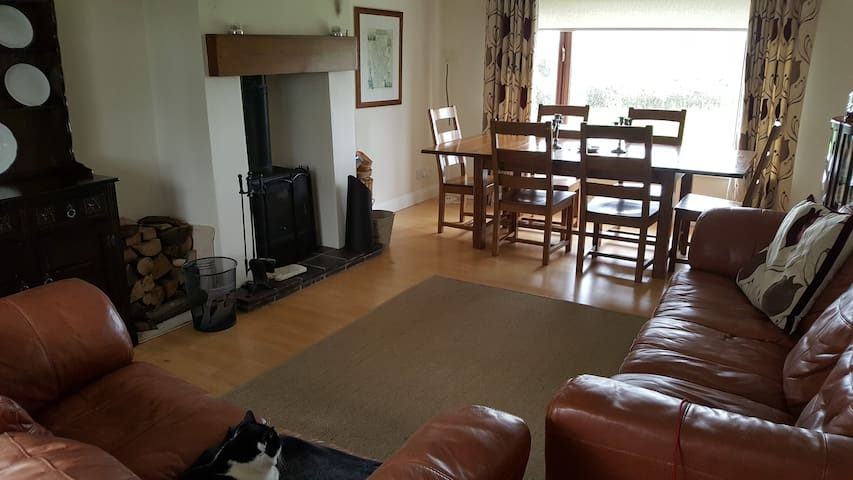Homely Stay: Alton Towers/Uttoxeter - Leigh - Hus