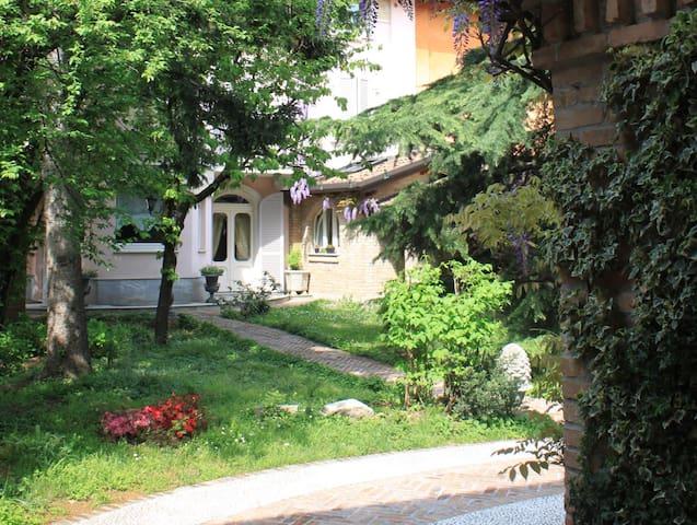 Stanze per famiglia in casa d'epoca - Treviglio - Loft