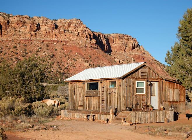 Tiny House Cozy Cabin by Zion, Grand Canyon, Bryce - Fredonia - Cabaña