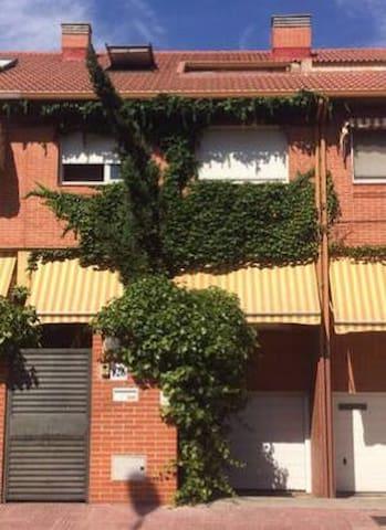 Habitación individual en Chalet - Alcalá de Henares - Maison