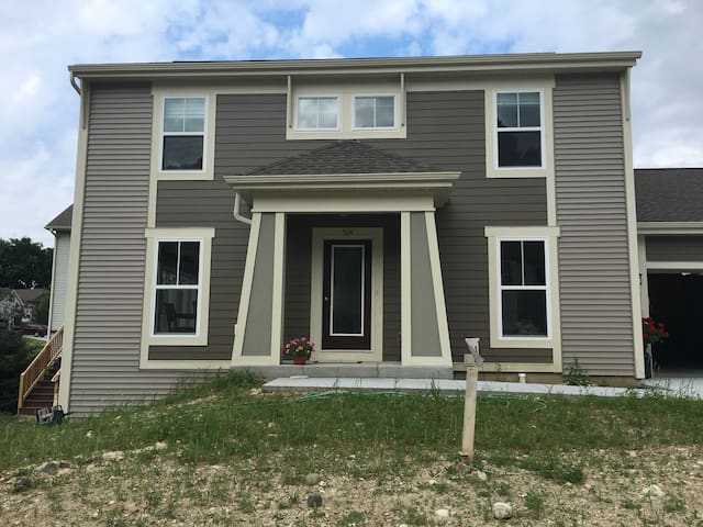 New home minutes from Erin Hills - Slinger - Casa