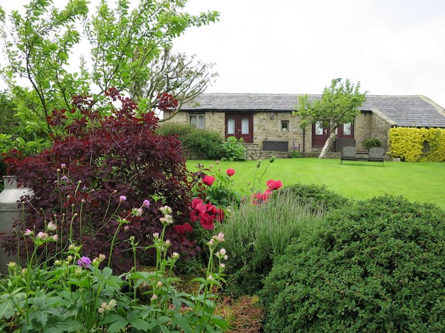 The Old Dairy Cottage nr Harrogate - Timble - House