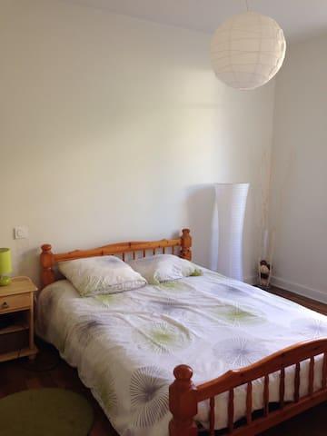 Chambre privee dans maison - Limoges - Huis