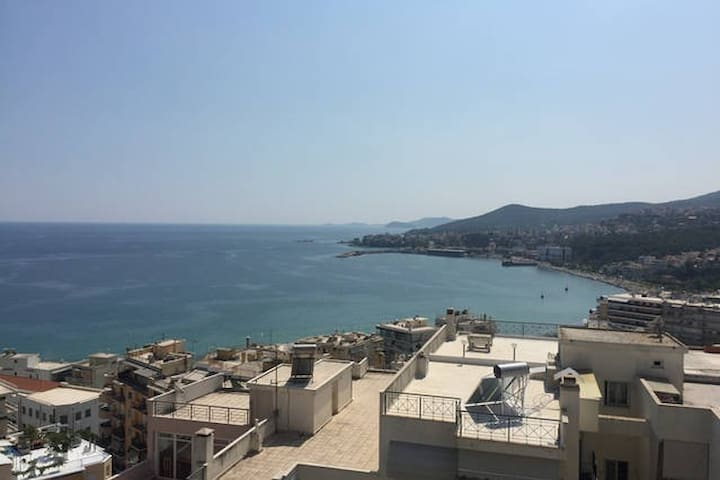 Large Penthouse - great View - very close to city - Kavala - Apartamento