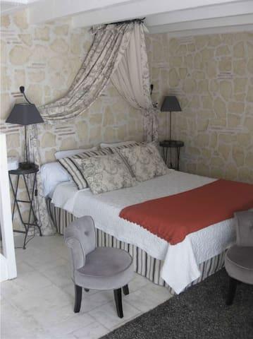 chambre JOSEPHINE SUITE FAMILIALE - Villeréal - Bed & Breakfast