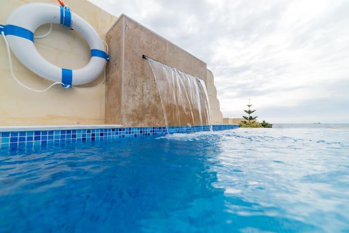 Villa Dorado - A Charming Villa with Sea Views! - マルサスカーラ - 別荘