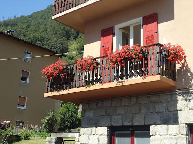 Ampio appartamento con balcone  - Tione di Trento - Huoneisto