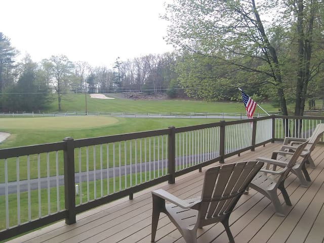 Cozy Golf Green Home in Poconos - Greentown - Huis