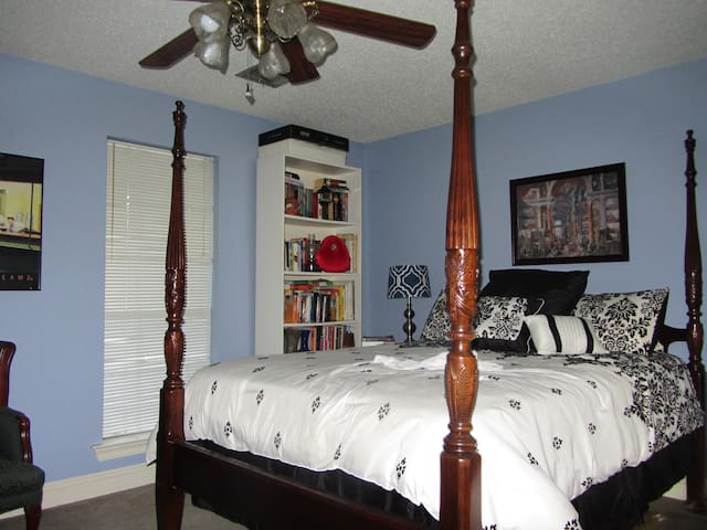 Quiet, safe, quality living 30 min from downtown. - Destrehan - Huis