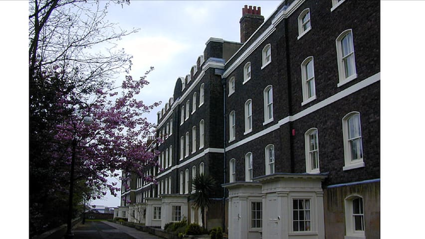 Historic Dockyard - Double en-suite - Chatham - Bed & Breakfast