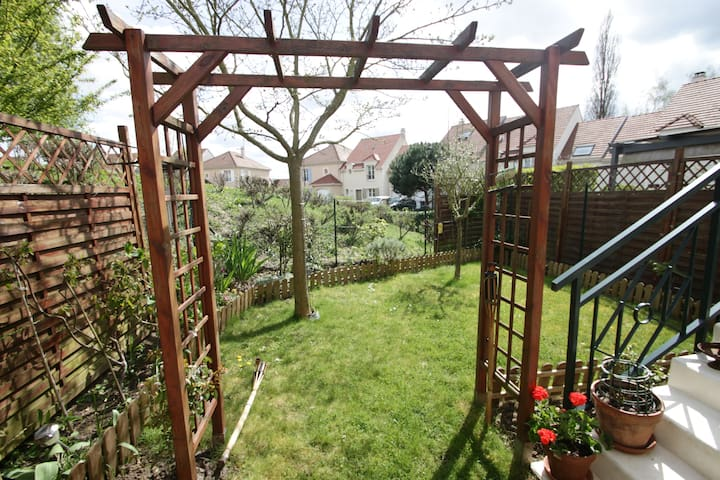 Maison avec jardin au calme, - Igny - Haus