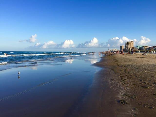 Beachfront Condo, 3rd Fl Beach View from Balcony - South Padre Island - Osakehuoneisto