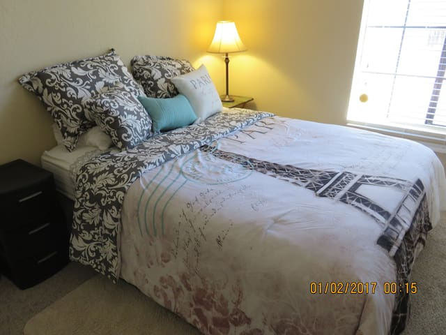 Private room close to DFW, all home amenities also - Bedford - Departamento