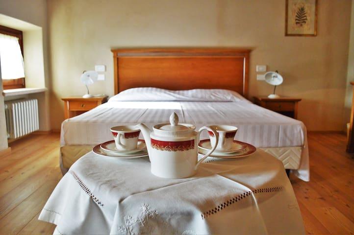 Agriturismo Borgo Valfredda - Mezzane di sotto - 家庭式旅館