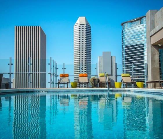 Luxury Highrise Apartment Home - Houston - Condominium