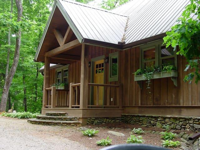 Ruby - A Quiet Splendor Mountain Cabin for 12 - Tiger