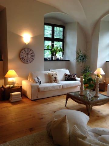 Romant. Unterkunft für 2 Pers. im Wasserschloss - Fraunberg - 公寓