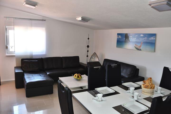 Luxury apartment close to sea - Karin Gornji - Daire