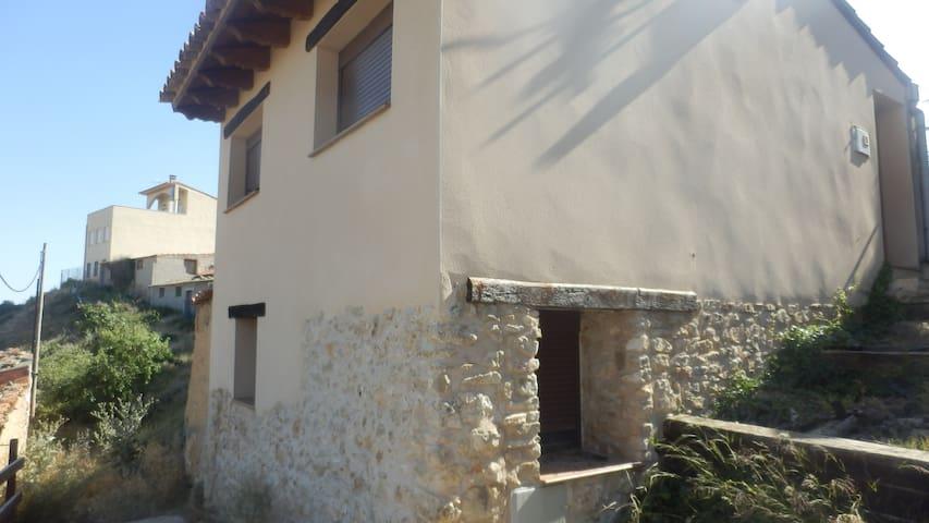 Preciosa casa con bonitas vistas del Maestrazgo - Castellote