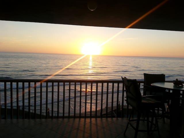 INCREDIBLE BEACHFRONT CONDO - Solana Beach - Apartamento