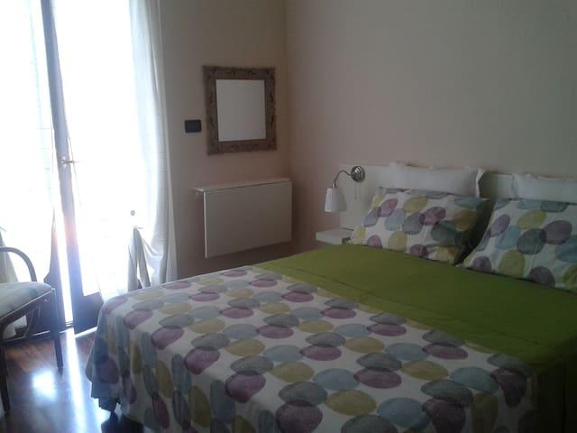 Camera tripla con bagno e terrazzo - Pescara - Bed & Breakfast