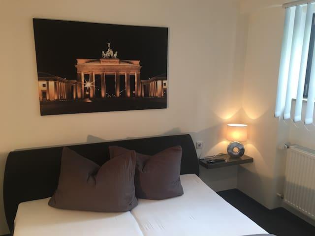 Gemütliches Zimmer in schönem Ambiente - Köngen - Бунгало