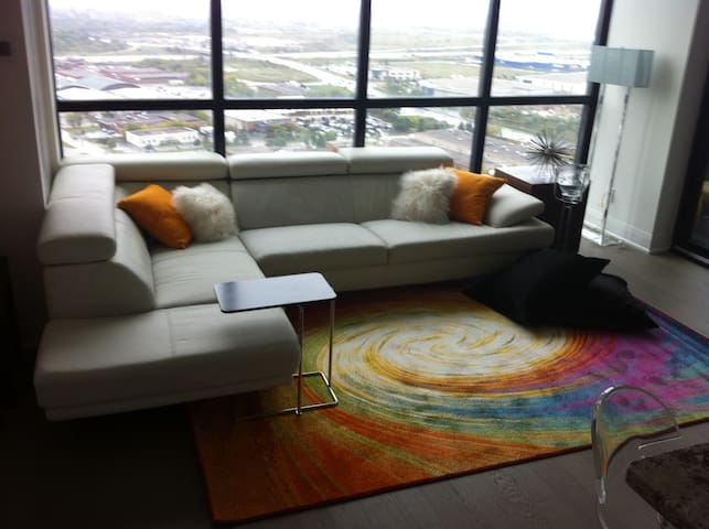 All the way up  ! Modern condo - Vaughan - Appartement