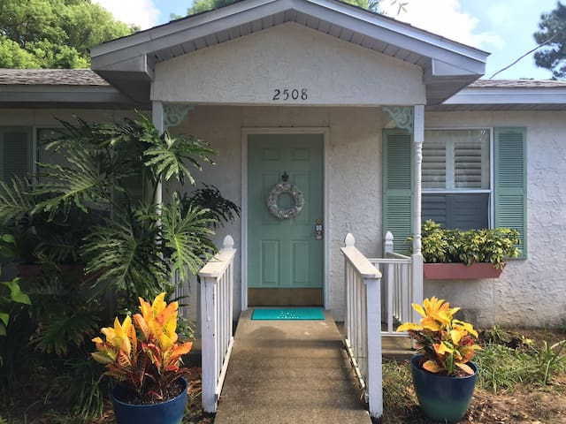Cute 2/1 close to the bay, now booking for April! - Panama City