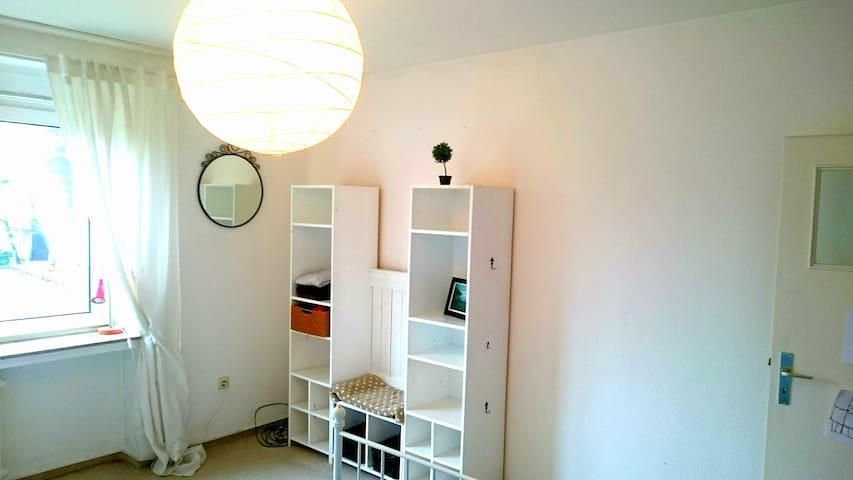 Zimmer in zentraler City-Wohnung mit Balkon - Münster - Apartmen